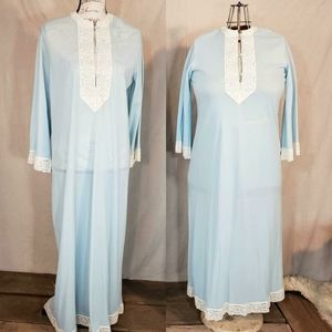 Vintage 1960s floor length night gown!